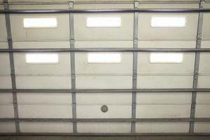 Cómo reemplazar Windows en plástico Puertas de garaje de madera