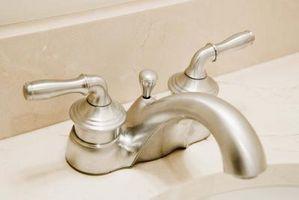 Cómo utilizar los grifos de agua para conservar