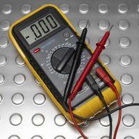 Como prueba de cables eléctricos con un probador de continuidad