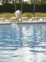 La mejor manera de limpiar agua de la piscina