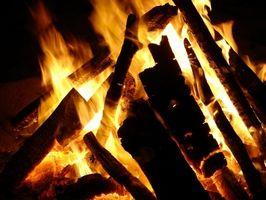 Cómo construir un pozo de fuego con las rocas