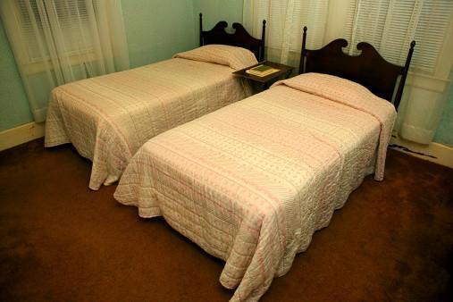 Cómo hacer un marco de cama individual - Digfineart.com