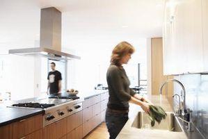 Cómo quitar un fregadero de cocina pulverizador
