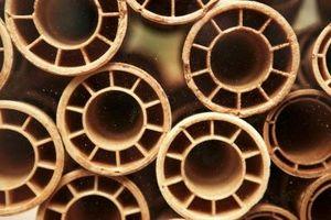 Cómo cortar una arcilla de aguas residuales de tuberías