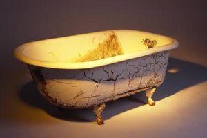 La eliminación de depósitos de manchas para una porcelana de hidromasaje