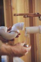 Cómo limpiar el aceite mineral Fuera de PVC Tubos para lavabo