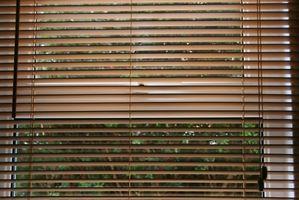 Cómo hacer una Junta de Tratamiento de ventana simple cornisa