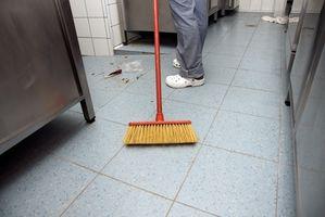 Cómo quitar la cera del piso sucio