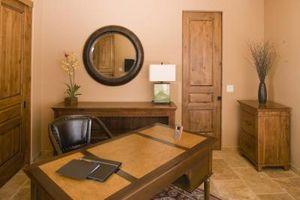 Cómo limpiar muebles acabados de madera con aceite danés