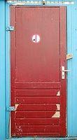 Cómo Refinish una puerta frontal de madera para ahorrar dinero