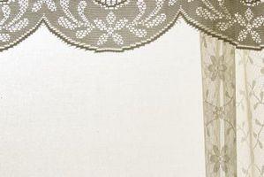 Cómo colgar del bolsillo de Rod cortinas con una cenefa