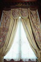 Tubos para cortinas que cuelgan en las paredes de yeso