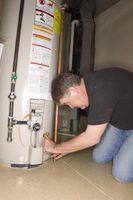 Cómo reparar o reemplazar un calentador de agua que se escapa