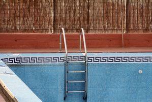 Cómo eliminar una piscina revestimiento de la pared de la alberca