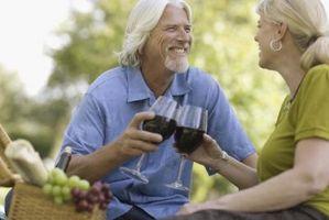 Cómo conseguir una mancha de vino rojo fuera de un sofá de cuero