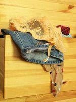 Cómo limpiar el interior de cajones de madera no terminados