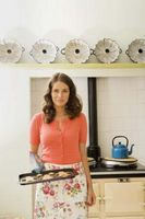 ¿Puedo limpiar mi bandejas para hornear en el horno cuando me auto-limpiar el horno?