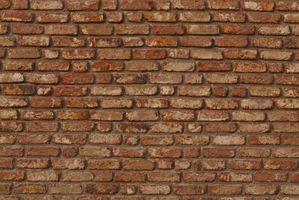 ¿Qué tan alto puedo poner tierra en una pared de ladrillo?