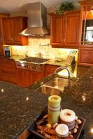 Gabinetes de cocina de madera de chapa de madera vs.
