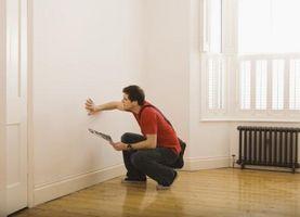 ¿Qué distancia, ¿deja entre los postes al eliminar un soporte de carga de pared?