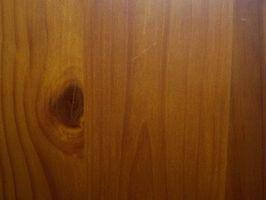 Cómo pintar revestimiento de madera como él es apenada