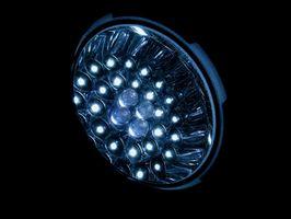 Cómo reemplazar una bombilla halógena con un LED