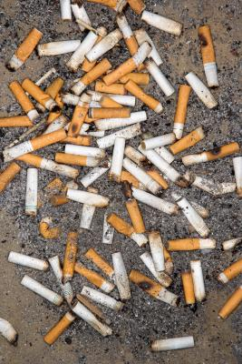Cómo eliminar la nicotina de los muebles de madera blanca