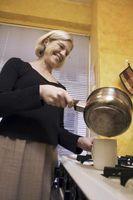 Cómo obtener la decoloración de la parte inferior de aluminio salsa Pan