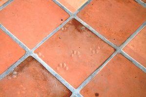 Cómo limpiar la lechada sucia en un suelo de baldosas