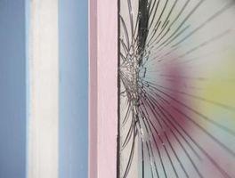 La mejor manera de arreglar una grieta de cristal de ventana