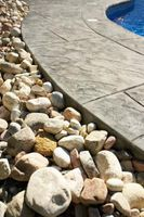Cómo cubrir un patio con césped Roca