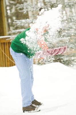 ¿Cómo se ponen sal después de que traspala nieve