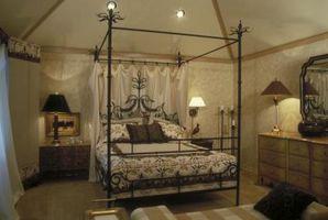 Cómo tapizar una cama con dosel Tester