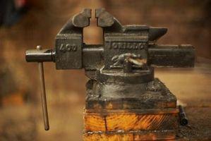 Cómo quitar un Portabrocas sin llave de un taladro inalámbrico