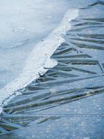 Cómo derretir el hielo de la superficie en las aceras