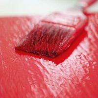 Cómo pintar sobre barniz con esmalte