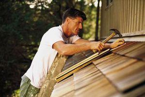 Cómo colgar Cedar Tejas en una casa