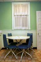 Cómo decorar un apartamento cocina pequeña con un tema retro