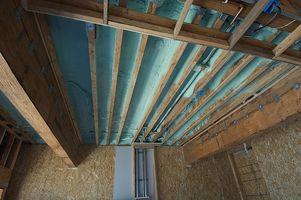 ¿Cómo aislar un techo de metal
