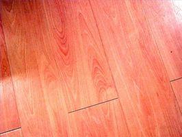 Cómo limpiar un piso de madera con jabón