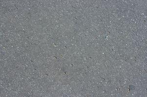Cómo limpiar de aceite del motor en un piso de concreto