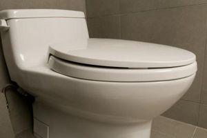 ¿Cómo se ponen cuarto de pulgada de madera contrachapada Alrededor de un WC