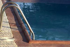 Cómo limpiar una piscina enterrada verde