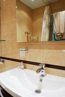 ¿Puedo utilizar lejía para limpiar baño de moho?