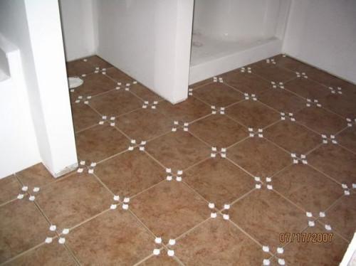 Cómo poner azulejo en un piso