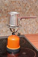 La protección de una estufa glasstop De porcelana esmaltada de utensilios de cocina