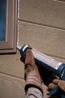¿Qué puedo usar para sellar una grieta cerca de mi ventana cubierta?