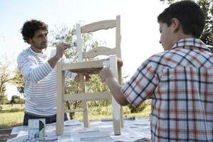 Cómo pintar muebles de madera brillante