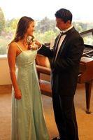 Cómo quitar las manchas de beber de un vestido de fiesta
