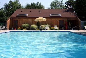 ¿Qué puedo usar para limpiar una piscina con filtro de arena?